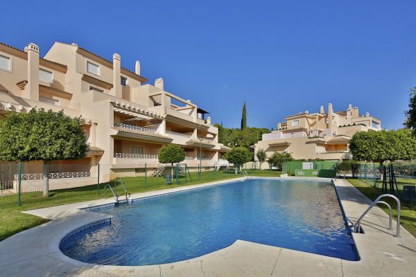 3 Bedroom, 2 Bathroom Penthouse For Sale in Las Lomas de Rio Real, Marbella East