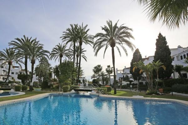 2 Bedroom, 2 Bathroom Apartment For Sale in Aldea Blanca, Nueva Andalucia, Marbella