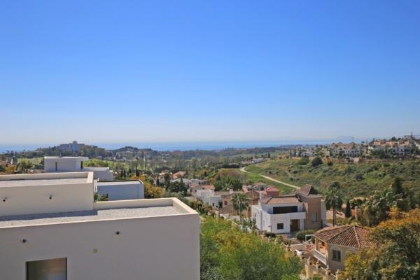 6 Bedroom, 5 Bathroom Villa For Sale in La Alqueria, Benahavis