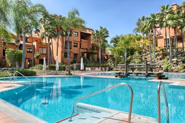 3 Bedroom, 2 Bathroom Apartment For Sale in La Alzambra Hill Club, Nueva Andalucia, Marbella