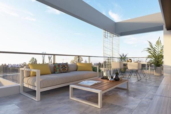 3 Bedroom, 2 Bathroom Penthouse For Sale in Palm Village, Estepona