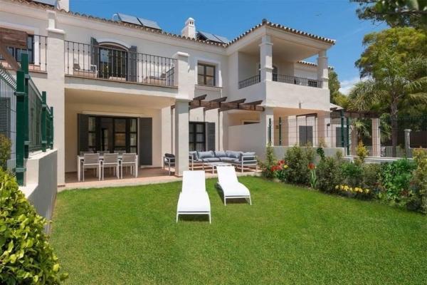 4 Bedroom, 3 Bathroom Villa For Sale in Oasis de Guadalmina Baja, Marbella