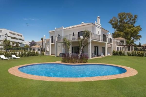 5 Bedroom, 5 Bathroom Villa For Sale in Oasis de Guadalmina Baja, Marbella